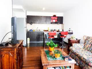Una sala de estar llena de muebles y una chimenea en Rodamonte