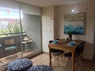 Una sala de estar llena de muebles y una televisión de pantalla plana en Apartamento en Humedal de Jaboque, Engativa - Tres alcobas