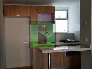 Una cocina con lavabo y microondas en ED. MANCHESTER II