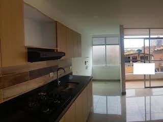 Una cocina con nevera y fregadero en Apartamento en Belen los Molinos-75 mts2-3 Habitaciones