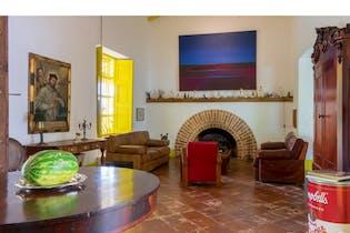 casa colonial en el poblado, con 3 habitaciones-4500mt2