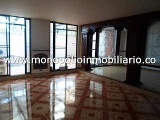 Una foto en blanco y negro de una sala de estar en QUINTAS DE LA LOMA 00