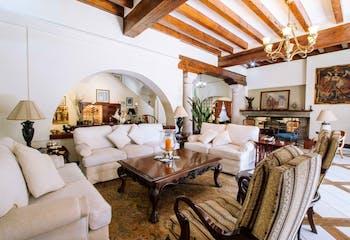 Casa en venta en Jardines del Pedregal con terraza.