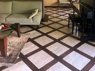 Una sala de estar llena de muebles y una ventana en Casa en venta en Tlacopac, de 774mtrs2