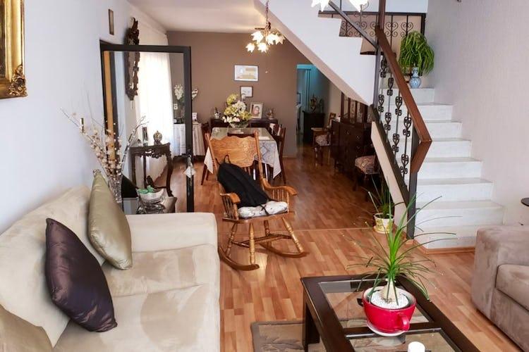 Portada Casa en venta en Escuadrón 201 con Terraza.