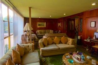 Casa en venta en Las Águilas de 1058 mt con balcón