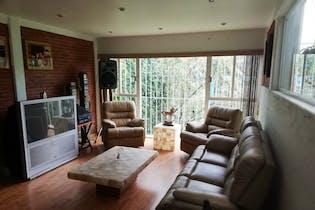 Casa en venta en Lomas de las Águilas, 345mt de tres niveles.