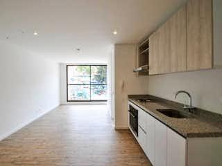 Una cocina con un fregadero, una estufa y una ventana en Apartamento en San Martin, Centro - Una alcoba