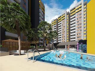 Una gran piscina con una piscina en la parte superior en Obra Andalucía