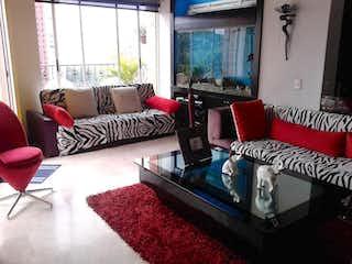 Una sala de estar llena de muebles y una alfombra roja en Apartamento En Venta En Medellin La Frontera - El Poblado