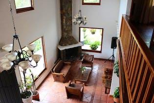 Casa en Loma El Escobero, Envigado - 450mt, cuatro alcobas, terraza