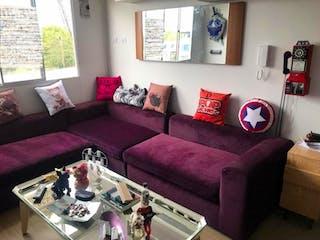 Una sala de estar llena de muebles y una ventana en Apartamento Suba Salitre, Suba - 61mt, tres alcobas, terraza