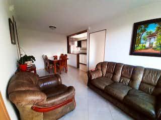 Una sala de estar llena de muebles y una televisión de pantalla plana en Carlos Lleras Restrepo