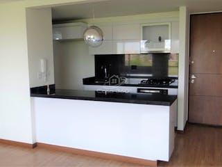 Cocina con fogones y microondas en Apartamento en venta en Serrezuela, 96mt con balcon