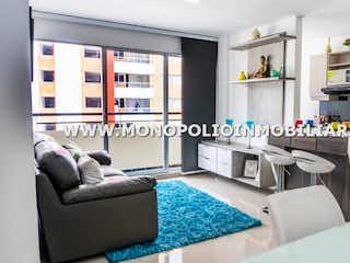 Una sala de estar llena de muebles y una chimenea en NUEVO GUAYACANES