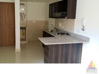 Una cocina con lavabo y microondas en Apartaestudio en Centenario, Caldas - 38mt, una alcoba, balcon