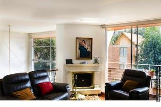 Casa en Bosque de Pinos, Usaquen - 240mt, tres alcobas, tres balcones