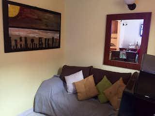 Un dormitorio con una cama y una pintura en la pared en Casa en Fontibon Centro, Fontibon - Tres alcobas