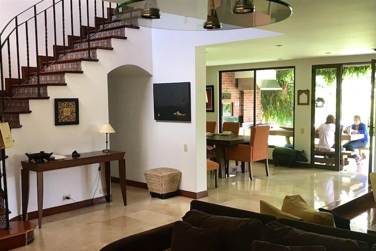 Portada Casa en el Poblado-330 mts2, 4 Habitaciones