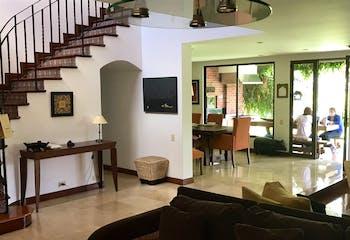 Casa en el Poblado-330 mts2, 4 Habitaciones