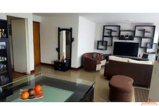 Apartamento, El Estadio - 131mt, cuatro alcobas, balcon