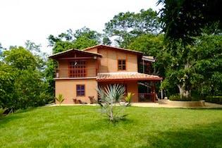 Finca en venta en Llanos De Miranda de 4 habitaciones
