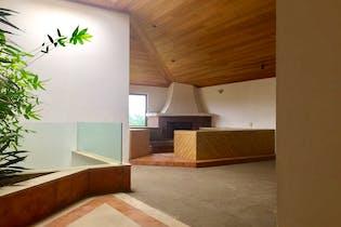 Casa en venta en Bosques de las Lomas, Miguel Hidalgo con jardín.