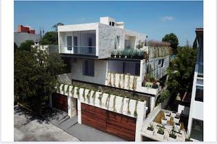 Casa en venta en Lomas De Reforma con acceso a Jardín