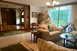 Casa en venta en jardines del pedregal, cuenta con 3 recamaras.