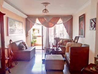 Una sala de estar llena de muebles y una gran ventana en Apartamento En Venta En Medellin La Castellana