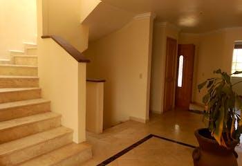 Casa en venta en Hacienda De Las Palmas, 516mt de tres niveles,