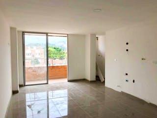 Una vista de un baño con una ventana grande en Apartamento En Venta En Medellin Belén Malibú