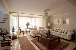 Apartamento en Patio Bonito, Poblado - 220mt, tres alcobas, balcon