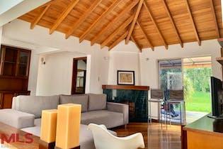 Casa en el Poblado-700 mts2, 5 Habitaciones,Balcón
