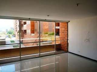 Una vista de una habitación con una puerta corredera de cristal en  perlato