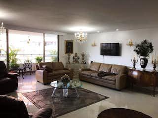 Una sala de estar llena de muebles y una chimenea en Apartamento En Venta En Envigado Abadia