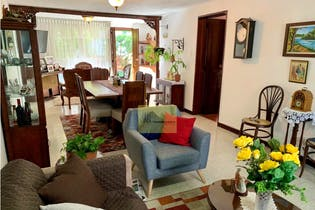 Apartamento en Suramericana, Estadio - 242mt, cuatro alcobas, balcon