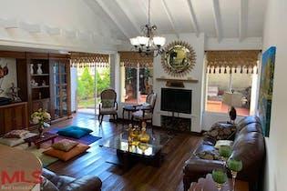 Casa en Las Lomas, Poblado - 235mt, tres niveles, cuatro alcobas