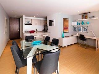 Una sala de estar llena de muebles y una televisión de pantalla plana en palmaluna