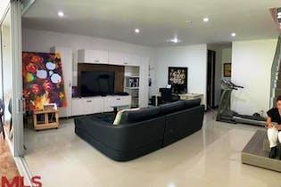 Apartamento en Loma del Atravezado, Envigado - 280mt, tres niveles, tres alcobas