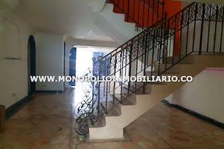 Casa en La Castella, Laureles - 300mt, cinco alcobas, piscina