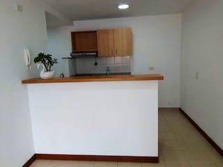 Un refrigerador congelador blanco sentado dentro de una cocina en Apartamento en Calle Larga, Sabaneta - 71mt, tres alcobas, balcon