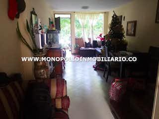 Una sala de estar llena de muebles y una chimenea en BALUARTE DE SAN DIEGO 3116