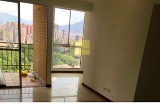 Apartamento en Loma de los Bernal, Belen - 67mt, tres alcobas, balcon