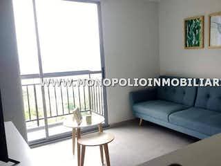 Una sala de estar llena de muebles y una ventana en FLORES DEL CAMPO 15