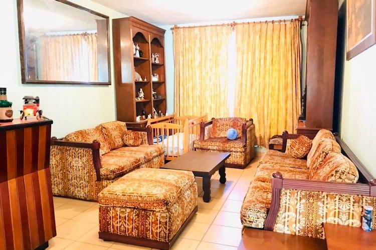 Portada Casa en venta en Santa Cruz Xochitepec con jardín.