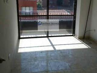 Un cuarto de baño con una puerta de cristal y una ventana en Apartamento en Calle Larga-Sabaneta, con 2 Habitaciones - 55 mt2.
