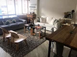 Una sala de estar llena de muebles y una mesa en Apartamento en Virrey, Baarrios Unidos, 2 habitaciones- 65m2.