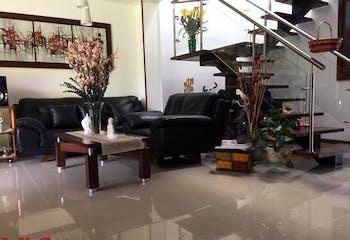 Casa en Loma del Atravezado-Envigado, con 3 Habitaciones - 215 mt2.