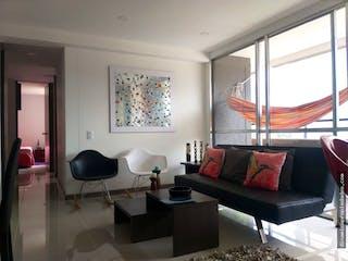 Una sala de estar llena de muebles y una ventana en Apartamento en venta en Las Brisas La Estrella